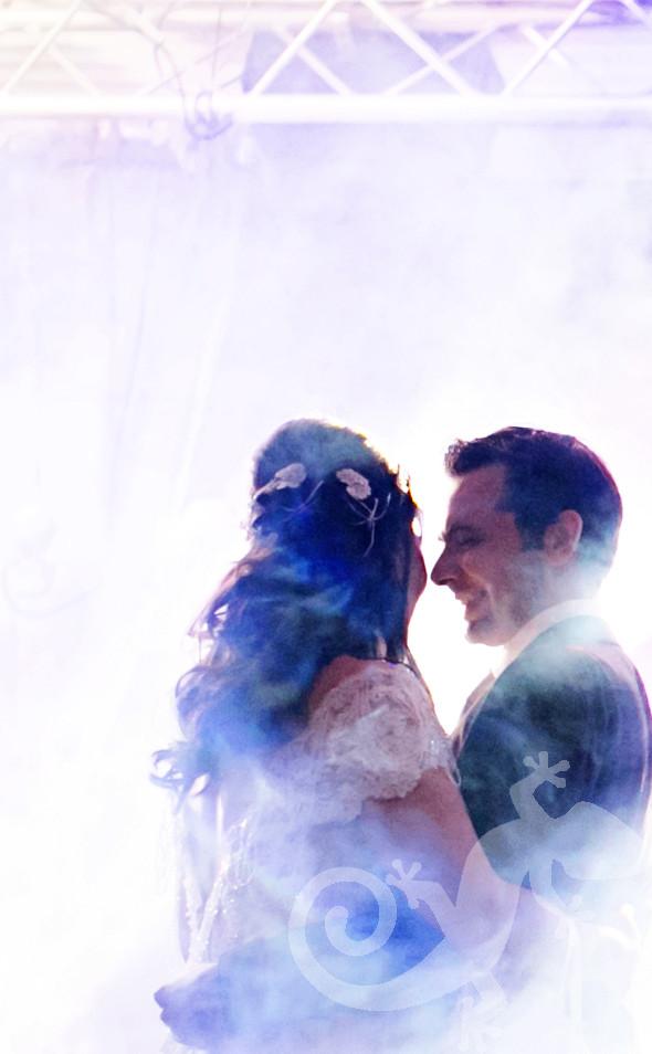 Wedding couple, smoke machine, first dance