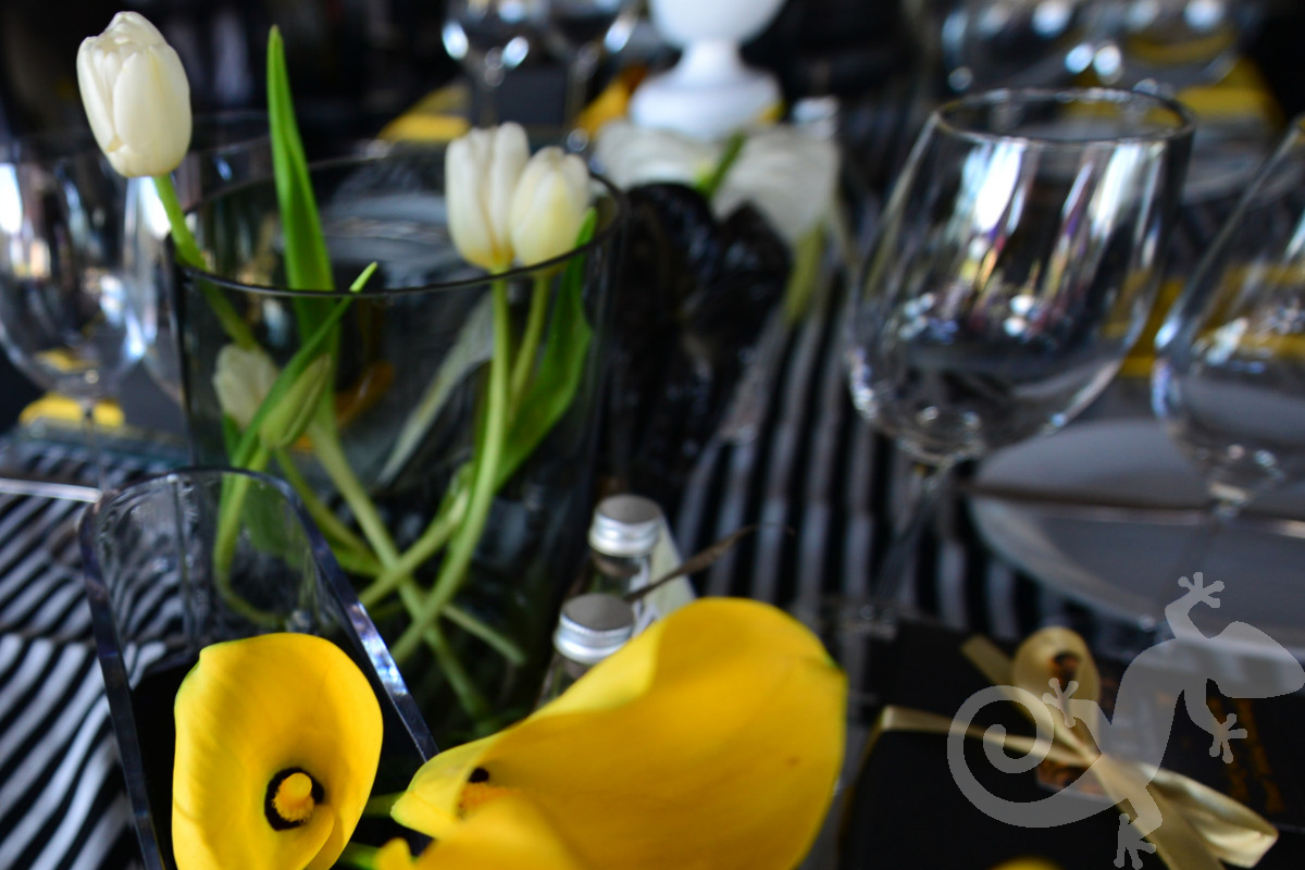 Top Achievers, corporate,  table décor, yellow and black, stripes