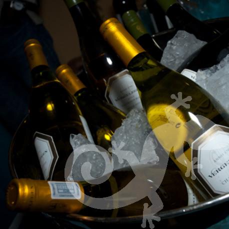 Greek taverna theme, wine bar