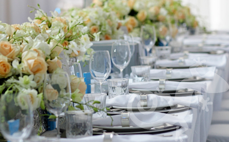 classic elegance, I do, white wedding, roses, stylish main table