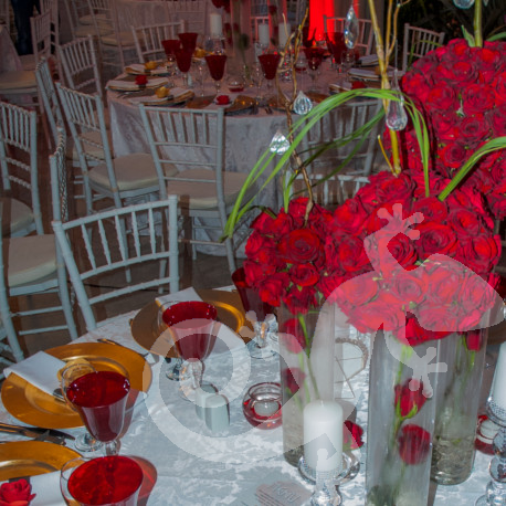 21st stunning party, centrepieces, gold underplates, roses