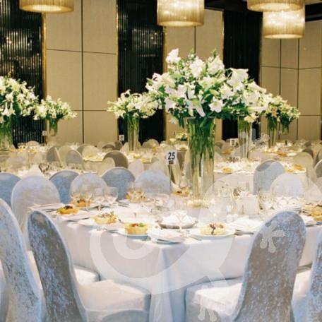 Elegant modern centrepieces, glass vases, lilies